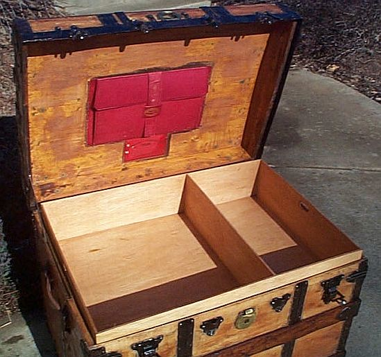 Antique Trunk #2668
