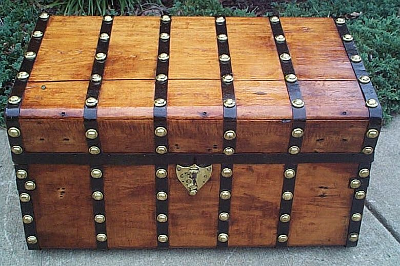 Antique steamer trunk #286