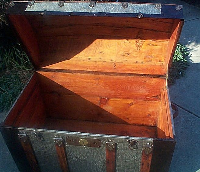 Antique Trunk #288