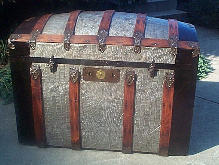 Antique steamer trunk #288