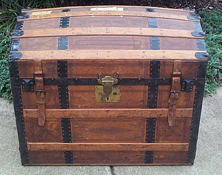 Antique steamer trunk #289