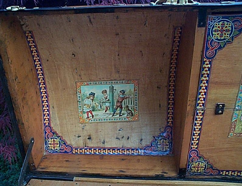 Antique Trunk #303