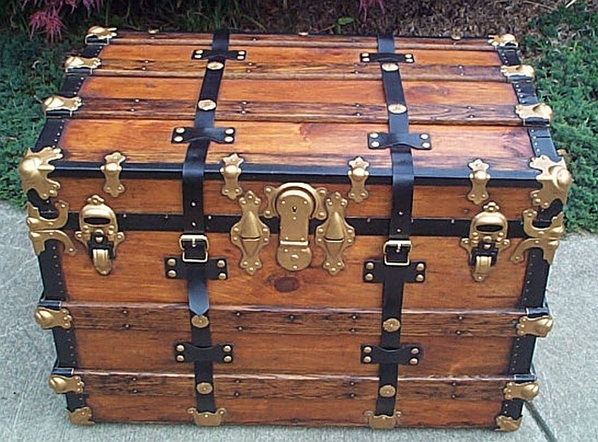 Low Profile antique trunk #307