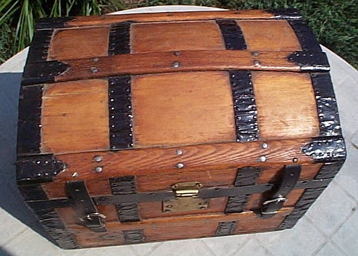 Antique Trunk #319
