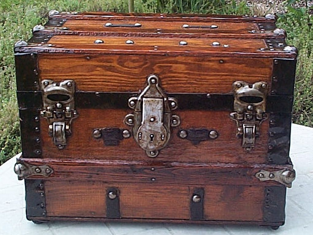 flat top antique trunk 326