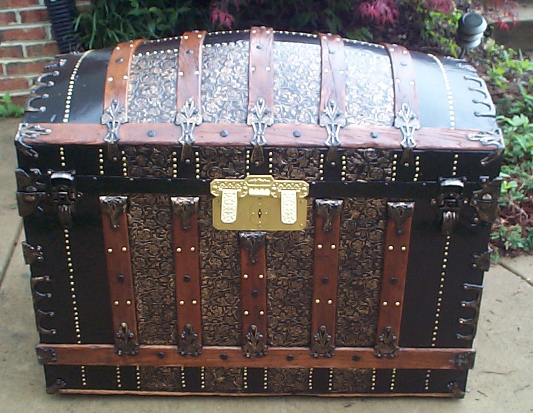 Edwardian (1901-1910) Antiques Strict Large Antique Black Japanned Tin Cabin Trunk