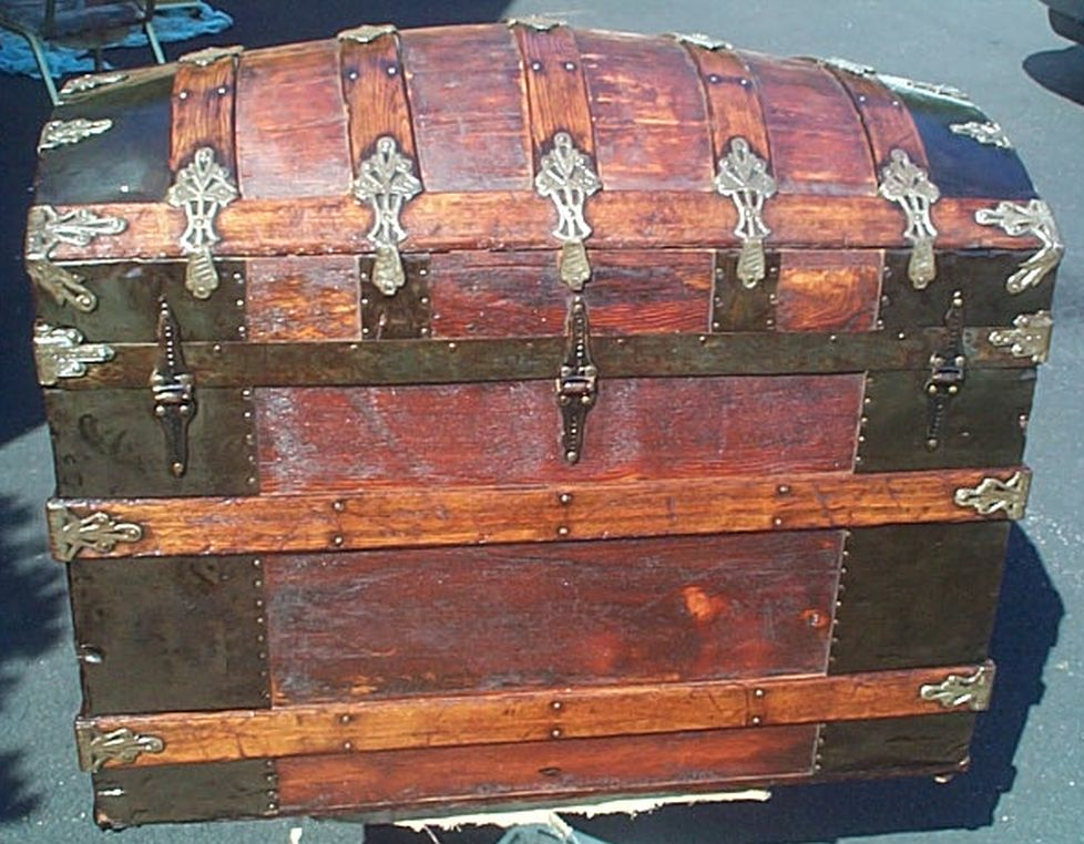 Martin Maier Dome Top Restored Antique Trunk For Sale #385