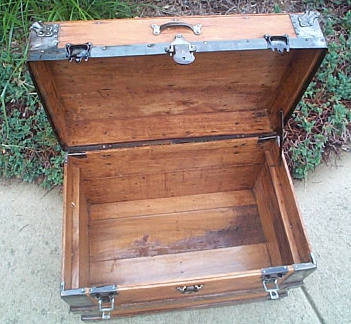 Antique Trunk #392