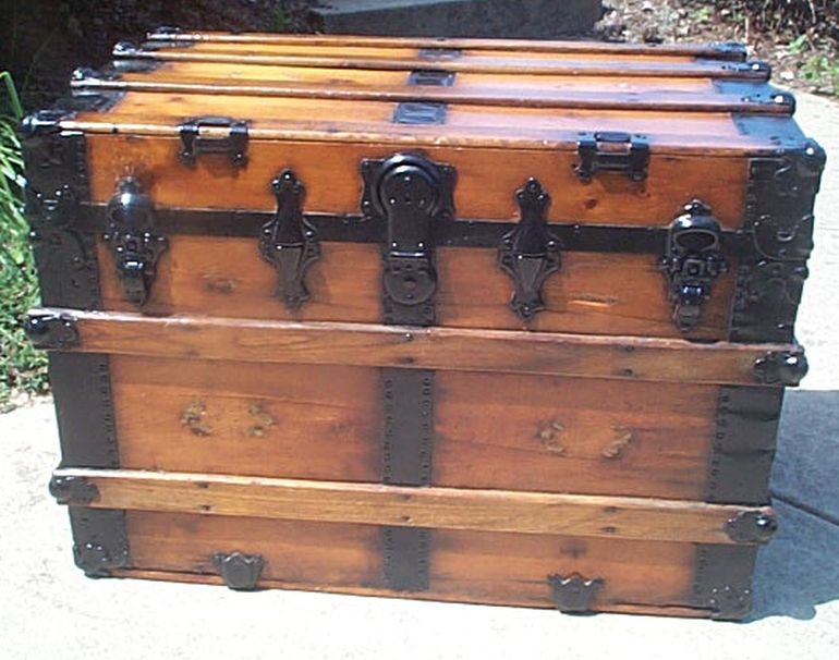Front - Antique Dome Top Trunk #405