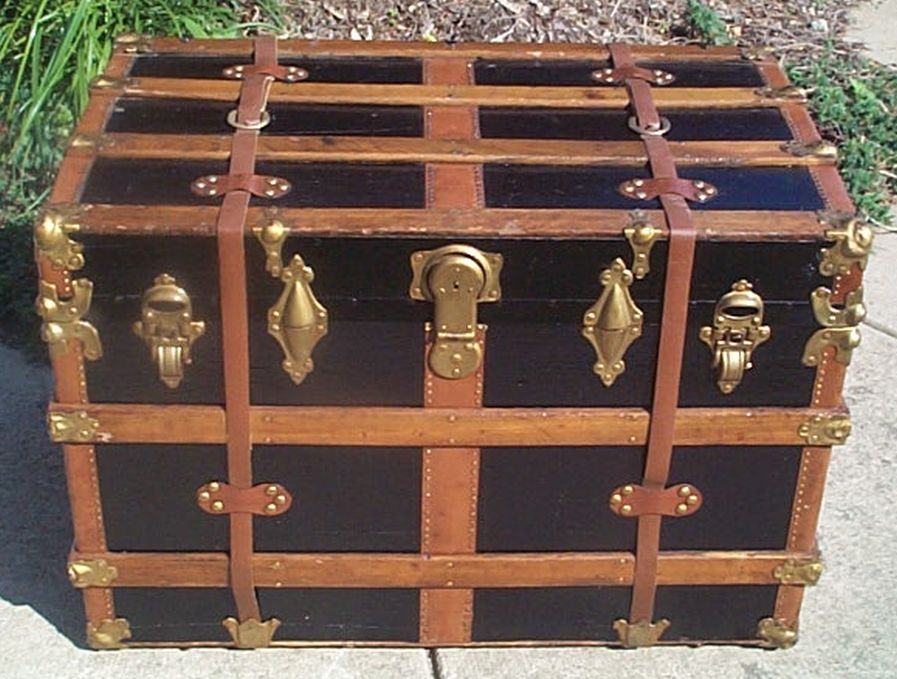 flat top steamer trunk 406