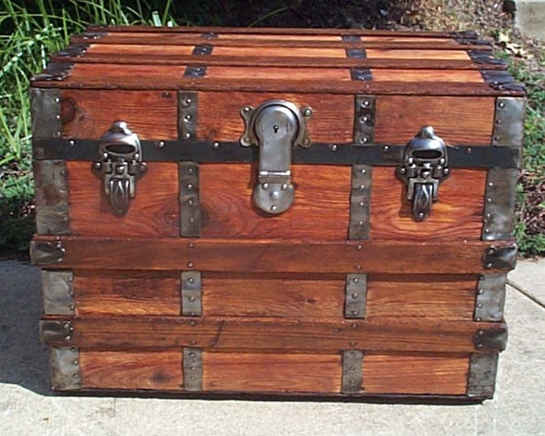 flat top steamer trunk 411