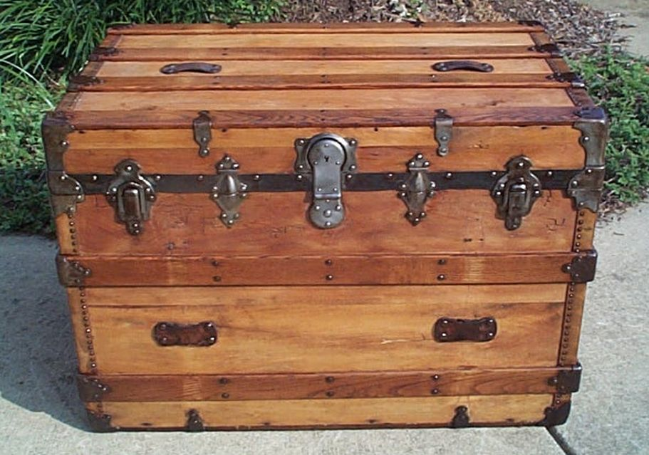flat top all wood antique trunk 422