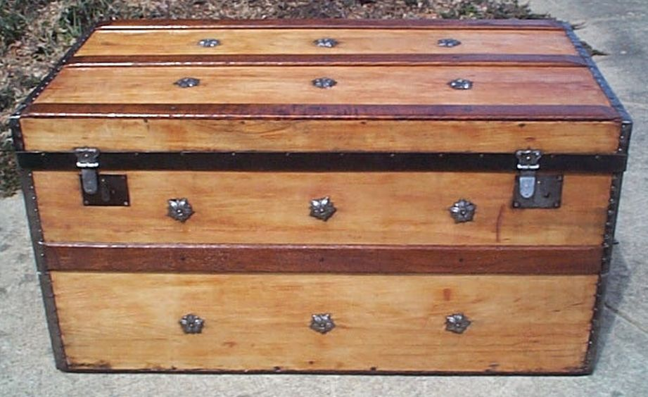 restored flat top trunk w working lock and key 494