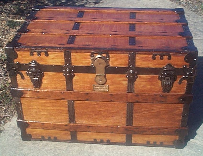 restored flat top trunk w working lock no key 496