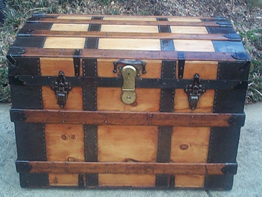restored flat roll trunk w working brass lock and key 497