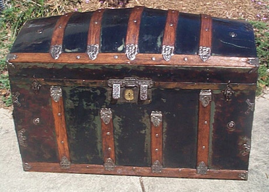 restored humpback dome top antique trunk 503