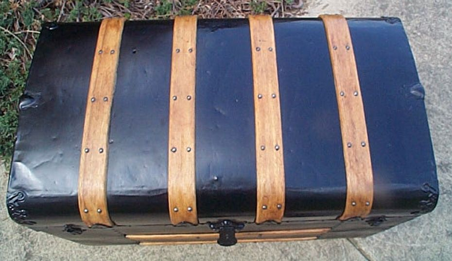 513 Restored Flat Top Antique Trunk Victorian Era For Sale
