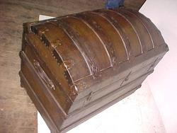 Captains Sea Chest #3 closed view of top'; return true