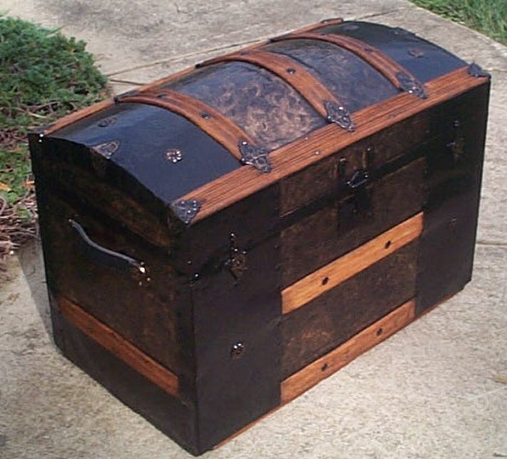 Red Antique Dome Top Trunk For 453