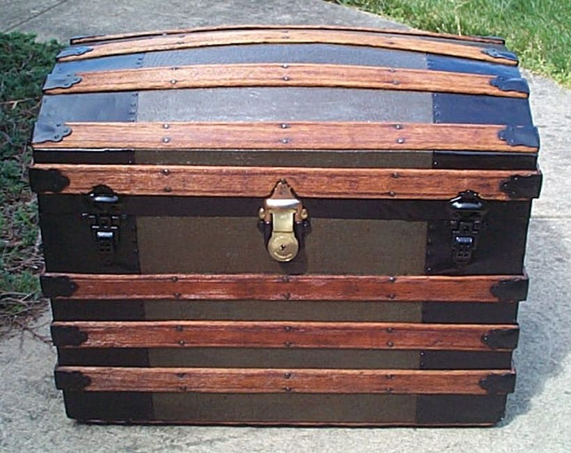 The Steamer Trunk Worldwide Authority On Antique Trunks And Chests Foot Locker Theatrical Dome Top Flat Humpback